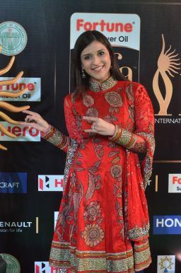 mannara chopra hot at iifa awards 2017 DSC_19080959