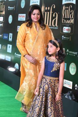 Meena and Nayineeka (2)