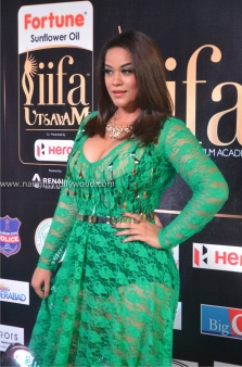 mumaith khan hot at iifa awards 2017 DSC_16000654_wm