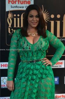 mumaith khan hot at iifa awards 2017 DSC_16240678_wm