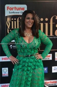 mumaith khan hot at iifa awards 2017 DSC_16440698_wm