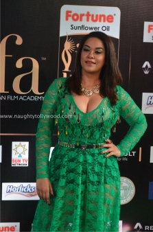 mumaith khan hot at iifa awards 2017 DSC_16660717_wm