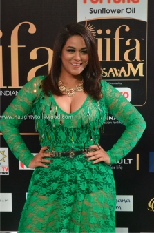 mumaith khan hot at iifa awards 2017 DSC_17020753_wm