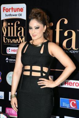 nikesha patel hot at iifa awards 2017 MGK_15910009