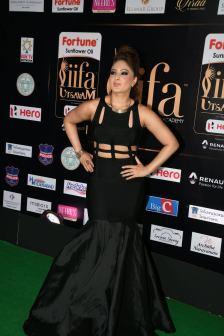 nikesha patel hot at iifa awards 2017 MGK_15950013