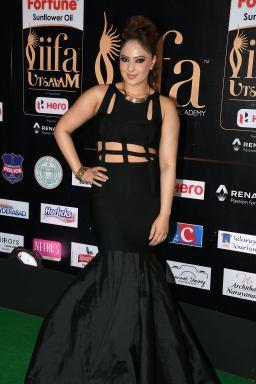 nikesha patel hot at iifa awards 2017 MGK_15970015