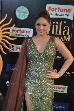 nikesha patel hot at iifa awards 201725