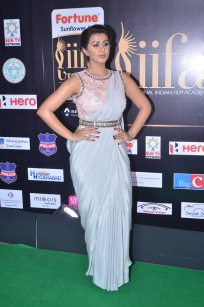nikki galrani hot in saree at iifa awards 2017DSC_7576