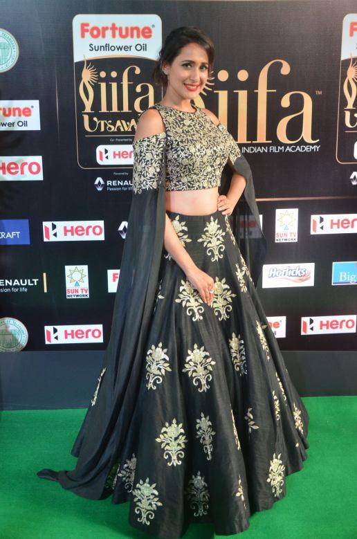 pragya jaiswal hot at iifa awards 2017DSC_91350047