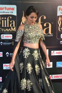 pragya jaiswal hot at iifa awards 2017DSC_91920104