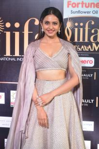 rakul preet singjh hot at iifa awards 2017DSC_90510017