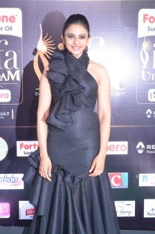 rakulpreetsingh hot at iifa awards 2017DSC_23980013
