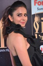 rakulpreetsingh hot at iifa awards 2017DSC_24760091