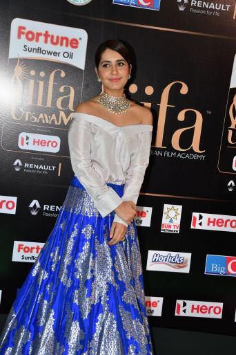 rashi khanna hot at iifa awards 2017HAR_45240001
