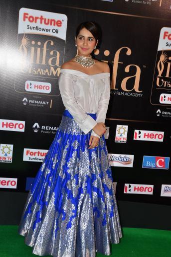 rashi khanna hot at iifa awards 2017HAR_45310008