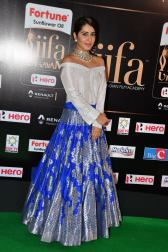 rashi khanna hot at iifa awards 2017HAR_45330010