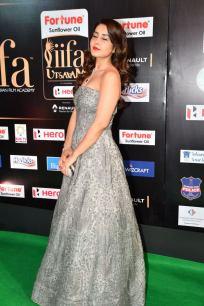 RASHI KHANNA hot at iifa awards 2017HAR_61030061