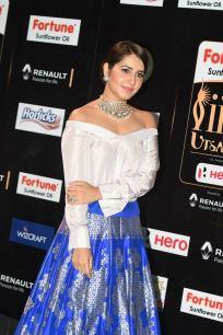 rashi khanna hot at iifa awards 2017MGK_08660015
