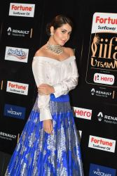 rashi khanna hot at iifa awards 2017MGK_08920032