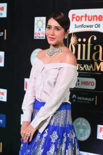 rashi khanna hot at iifa awards 2017MGK_09270047