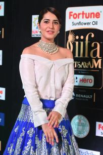 rashi khanna hot at iifa awards 2017MGK_09290049