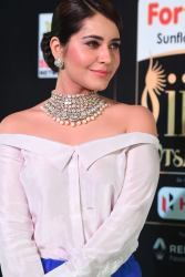 rashi khanna hot at iifa awards 2017MGK_09350055