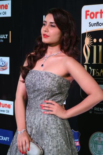RASHI KHANNA hot at iifa awards 2017MGK_17270037