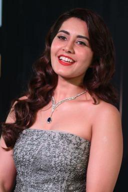 RASHI KHANNA hot at iifa awards 2017MGK_17370027
