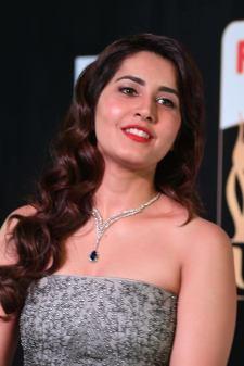 RASHI KHANNA hot at iifa awards 2017MGK_17380026