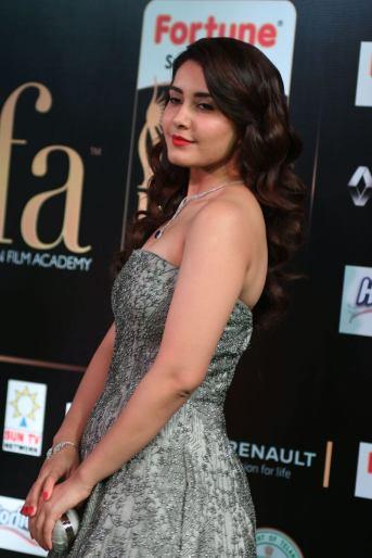RASHI KHANNA hot at iifa awards 2017MGK_17420022