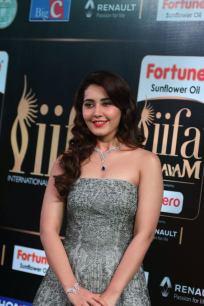 RASHI KHANNA hot at iifa awards 2017MGK_17480016