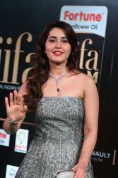 RASHI KHANNA hot at iifa awards 2017MGK_17490015