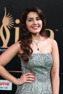 RASHI KHANNA hot at iifa awards 2017MGK_17530011