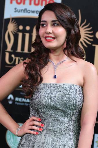 RASHI KHANNA hot at iifa awards 2017MGK_17580006