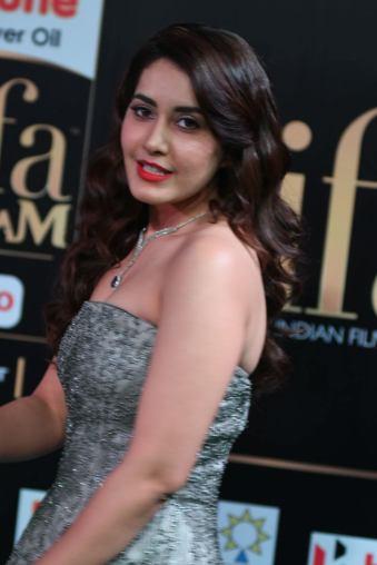RASHI KHANNA hot at iifa awards 2017MGK_17610003