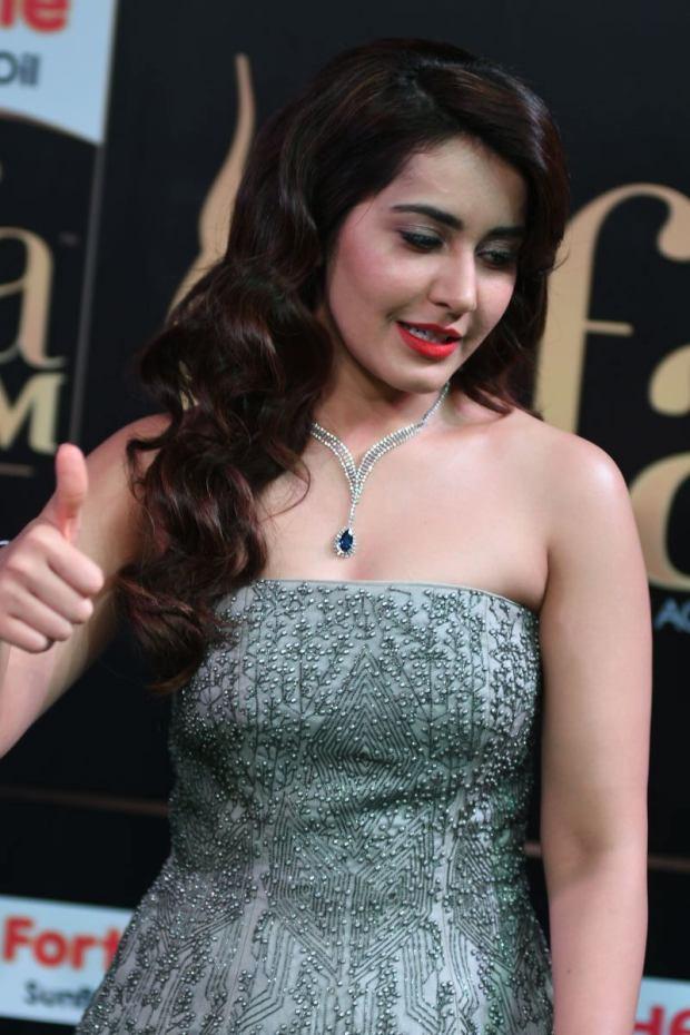 RASHI KHANNA hot at iifa awards 2017MGK_17620002