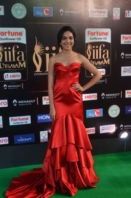 ritu varma hot at iifa awards 2017 DSC_12780333