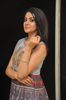 Sakshi Chowdary (18)