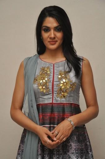 Sakshi Chowdary (43)