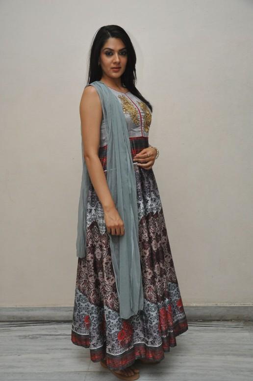 Sakshi Chowdary (45)