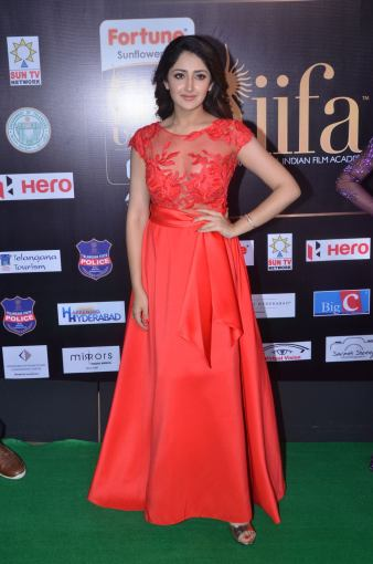 sayesha saigal in red at iifa awards 2017DSC_65300007