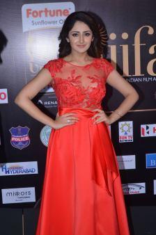 sayesha saigal in red at iifa awards 2017DSC_65500027