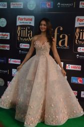 shanvi srivatsav hot at iifa awards 2017 DSC_17340785