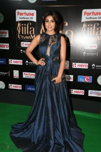 shriya saran hot at iifa awards 2017MGK_14580036