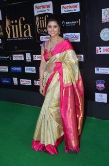 sneha in saree at iifa awards 2017DSC_68370008