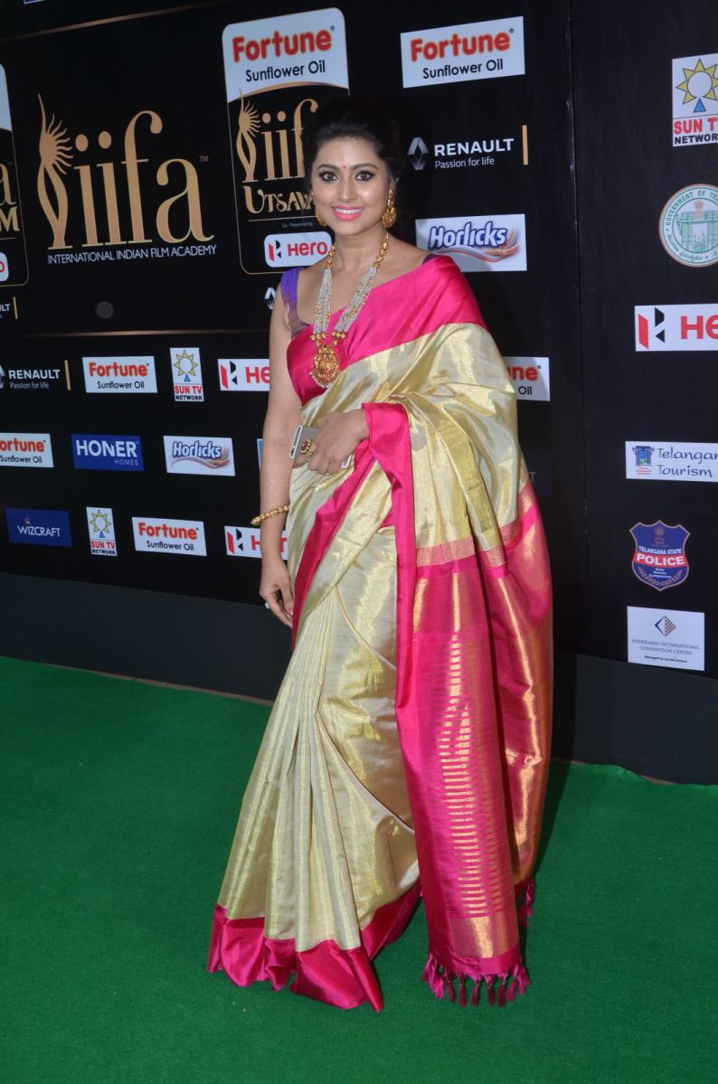 sneha in saree at iifa awards 2017