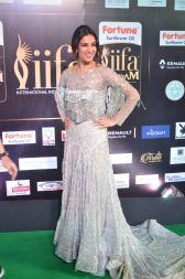sonal chauhan hot at iifa awards 20171