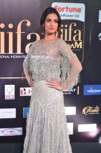 sonal chauhan hot at iifa awards 201721