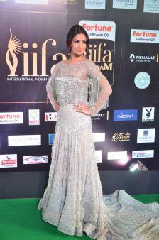 sonal chauhan hot at iifa awards 201730