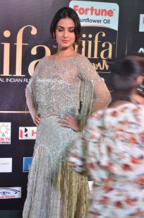 sonal chauhan hot at iifa awards 201736